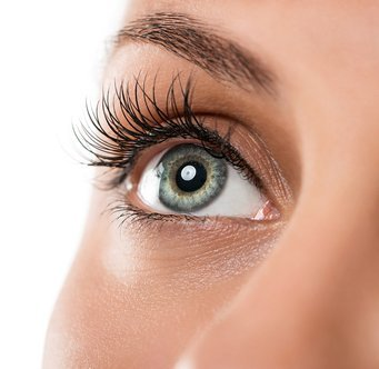 Upper-eyeliner-with-lash-enhancement